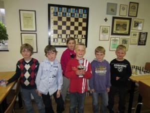 Julius, Christopher, Ina, Gerrit (mit Pokal), Jan und Johannes